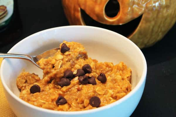 Pumpkin Pie Oatmeal with Chocolate Chips | 2CookinMamas