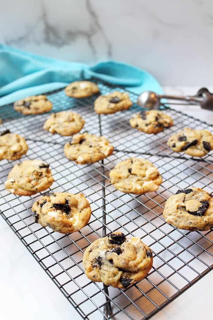 Cookies cooling on wire rack.