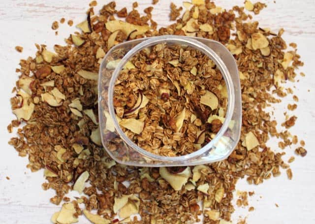 Apple Crisp Granola 640x|2CookinMamas