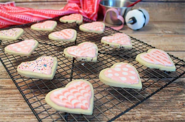 Sweet Heart Cookies w decorating tips | 2 Cookin Mamas