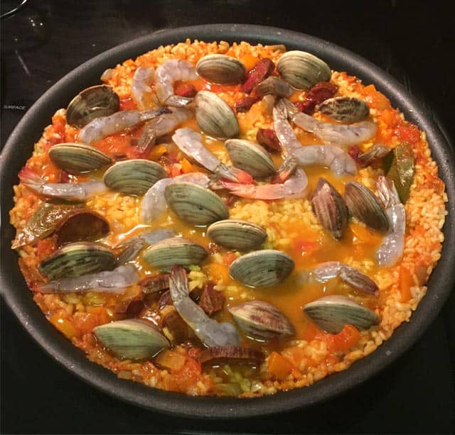 Paella add the clams and shrimp|2CookinMamas