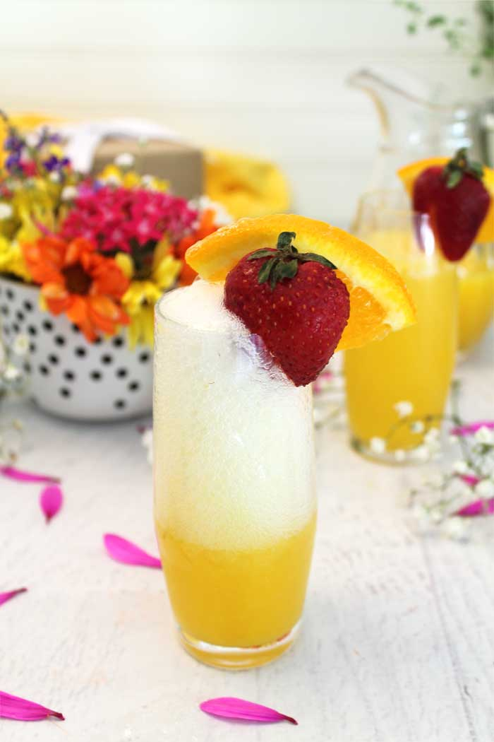 Sparkling Mimosas bubbling champagne | 2 Cookin Mamas