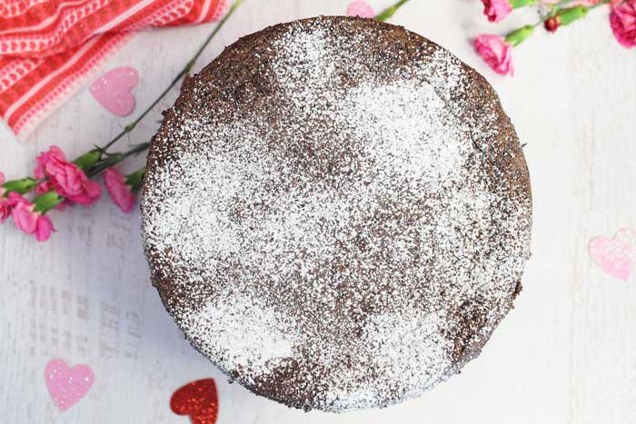 Dust chocolate torte with powdered sugar