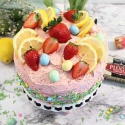 topof cake decorated square
