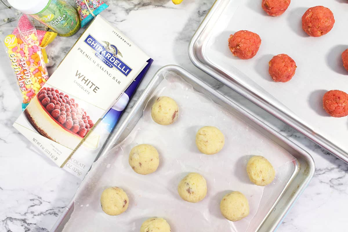Lemon Cake Balls and Strawberry Cake Balls on cookie sheets.